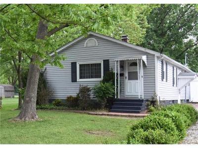 Swansea  Single Family Home For Sale: 1614 Kinsella Avenue