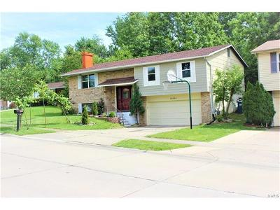 Maryland Heights Single Family Home For Sale: 12554 Parkway Acres
