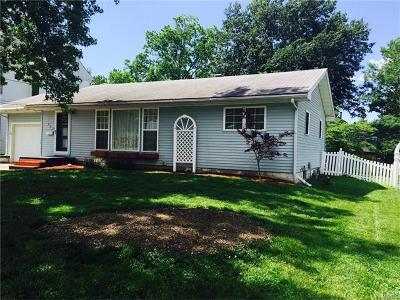 Jerseyville IL Single Family Home For Sale: $109,900