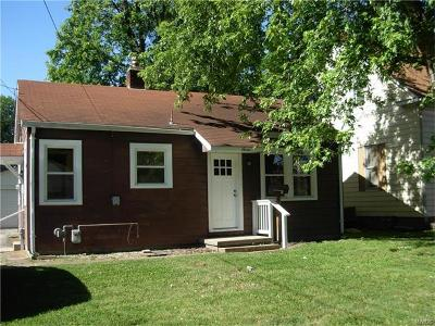 Mascoutah Single Family Home For Sale: 7 West Oak