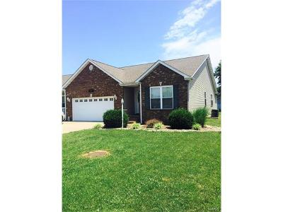 Jerseyville IL Single Family Home For Sale: $174,900