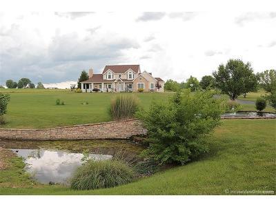 Farmington Single Family Home For Sale: 31 Lakewood