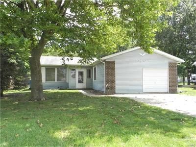 St Jacob Single Family Home For Sale: 506 Elm Street
