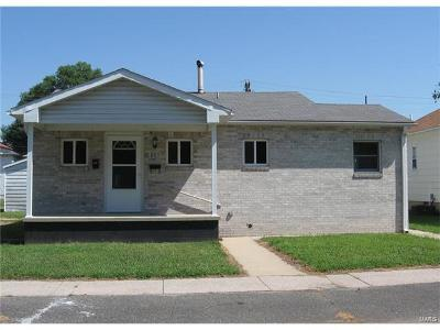 East Alton IL Single Family Home For Sale: $69,900