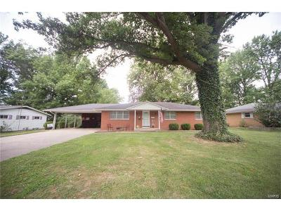 Mascoutah IL Single Family Home For Sale: $164,900