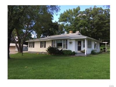 Warrenton MO Single Family Home For Sale: $259,900