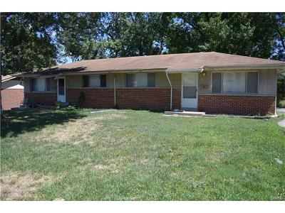 St Charles, Weldon Spring Multi Family Home For Sale: 1204 Chargene