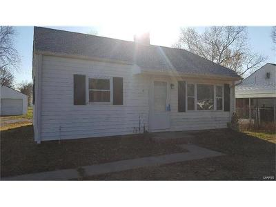Granite City Single Family Home For Sale: 616 East Chain Of Rocks Road