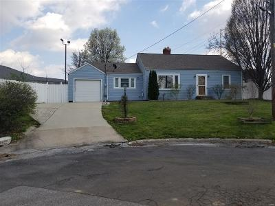 Godfrey IL Single Family Home For Sale: $95,800
