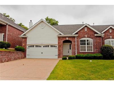 Olivette Single Family Home For Sale: 8907 Hilltop Manor Drive
