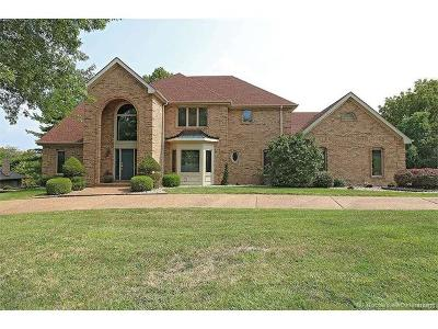 St Louis Single Family Home For Sale: 5534 Pine Wood Forest