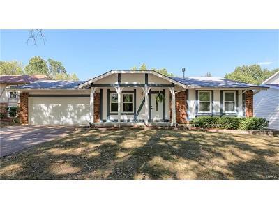 Ballwin Single Family Home For Sale: 371 Windyoak