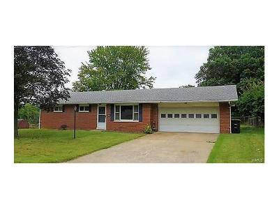 Godfrey IL Single Family Home For Sale: $159,900