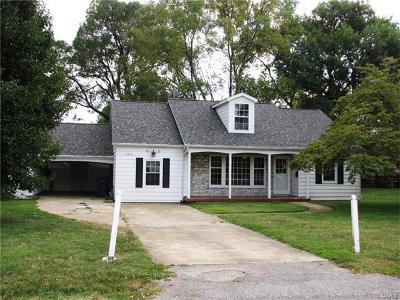 Belleville IL Single Family Home For Sale: $139,500