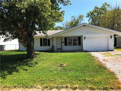 Cahokia Single Family Home For Sale: 815 Saint Monica Drive
