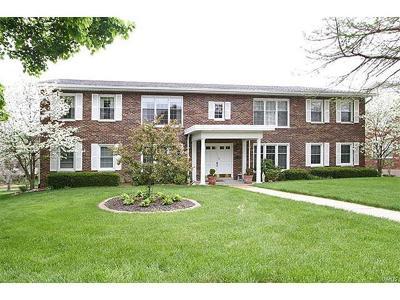 Belleville Condo/Townhouse For Sale: 7527 Claymont Court #2