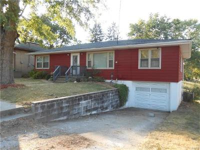 Godfrey IL Single Family Home For Sale: $120,000