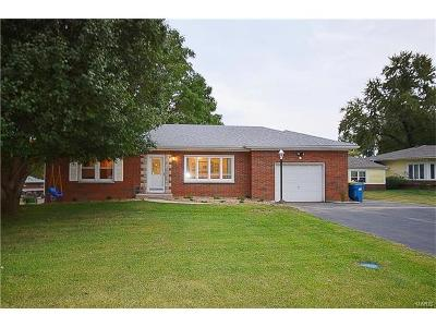 Fairview Heights Single Family Home For Sale: 14 Circle Drive