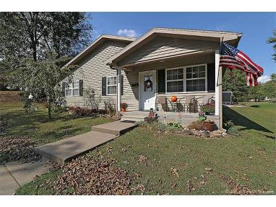 Scott County Single Family Home For Sale: 904 Second Street West