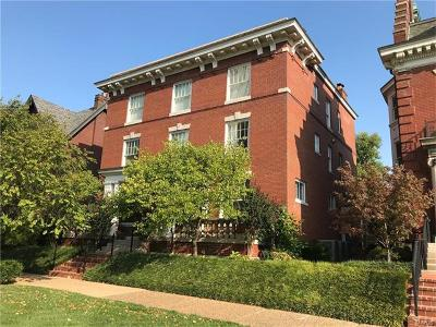 St Louis Condo/Townhouse For Sale: 55 Maryland Plaza #2-W
