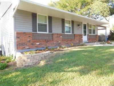 O'Fallon Single Family Home For Sale: 111 Pebble Creek Drive