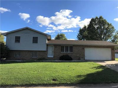 Bethalto IL Single Family Home For Sale: $145,000