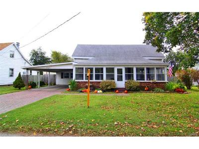 Scott County Single Family Home For Sale: 409 South Railroad