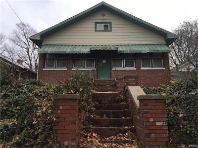 Scott County Single Family Home For Sale: 604 Third St East