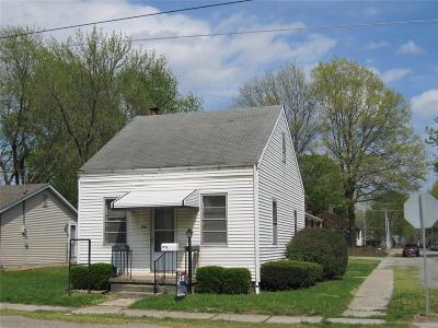 Mascoutah IL Single Family Home For Sale: $89,900
