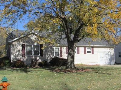 Godfrey IL Single Family Home For Sale: $129,900