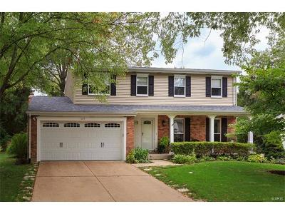 Ballwin Single Family Home For Sale: 623 Oak Path Drive