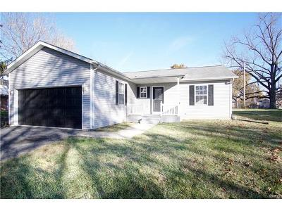 Swansea Single Family Home For Sale: 204 Fournie Lane