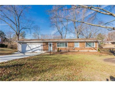 St Louis County Single Family Home For Sale: 15 Nassau Circle