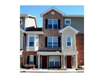 Condo/Townhouse For Sale: 2616 McKnight Crossing