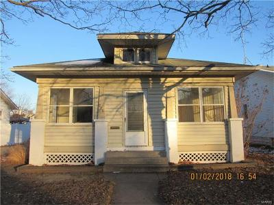 Wood River IL Single Family Home For Sale: $67,900
