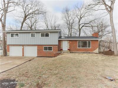 Fenton Single Family Home Contingent w/Kickout: 11 Meadow Drive