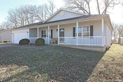 Farmington Single Family Home For Sale: 568 Huntleigh