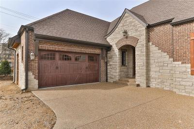 Creve Coeur Single Family Home For Sale: 11241 Mosley Manor Court