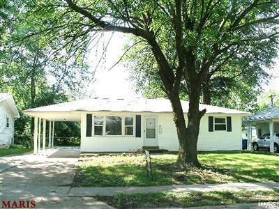 Single Family Home For Sale: 23 Manor Drive