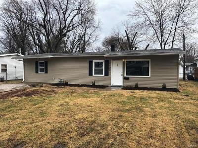 Cahokia Single Family Home For Sale: 1133 Saint Helena Drive