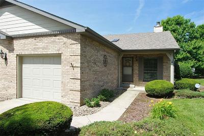 Belleville Single Family Home For Sale: 321 Hickory Bend