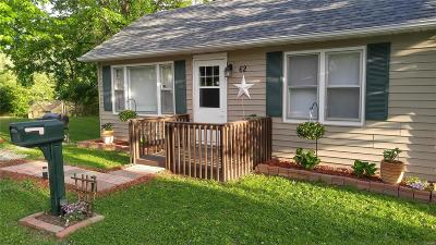 Belleville Single Family Home For Sale: 62 Farthing Lane