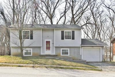 Godfrey IL Single Family Home For Sale: $90,000