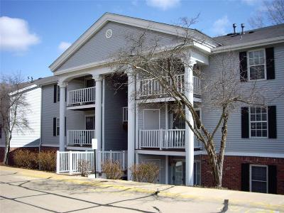 Chesterfield Condo/Townhouse Contingent No Kickout: 1202 Creve Coeur Crossing Lane #C