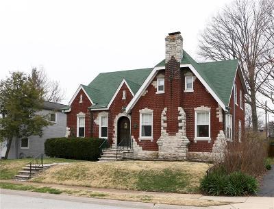 St Louis Single Family Home For Sale: 19 Midpark Lane