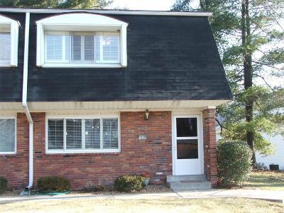 Godfrey IL Condo/Townhouse For Sale: $145,000