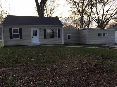Fairview Heights Single Family Home For Sale: 8 Pine Trail #DR