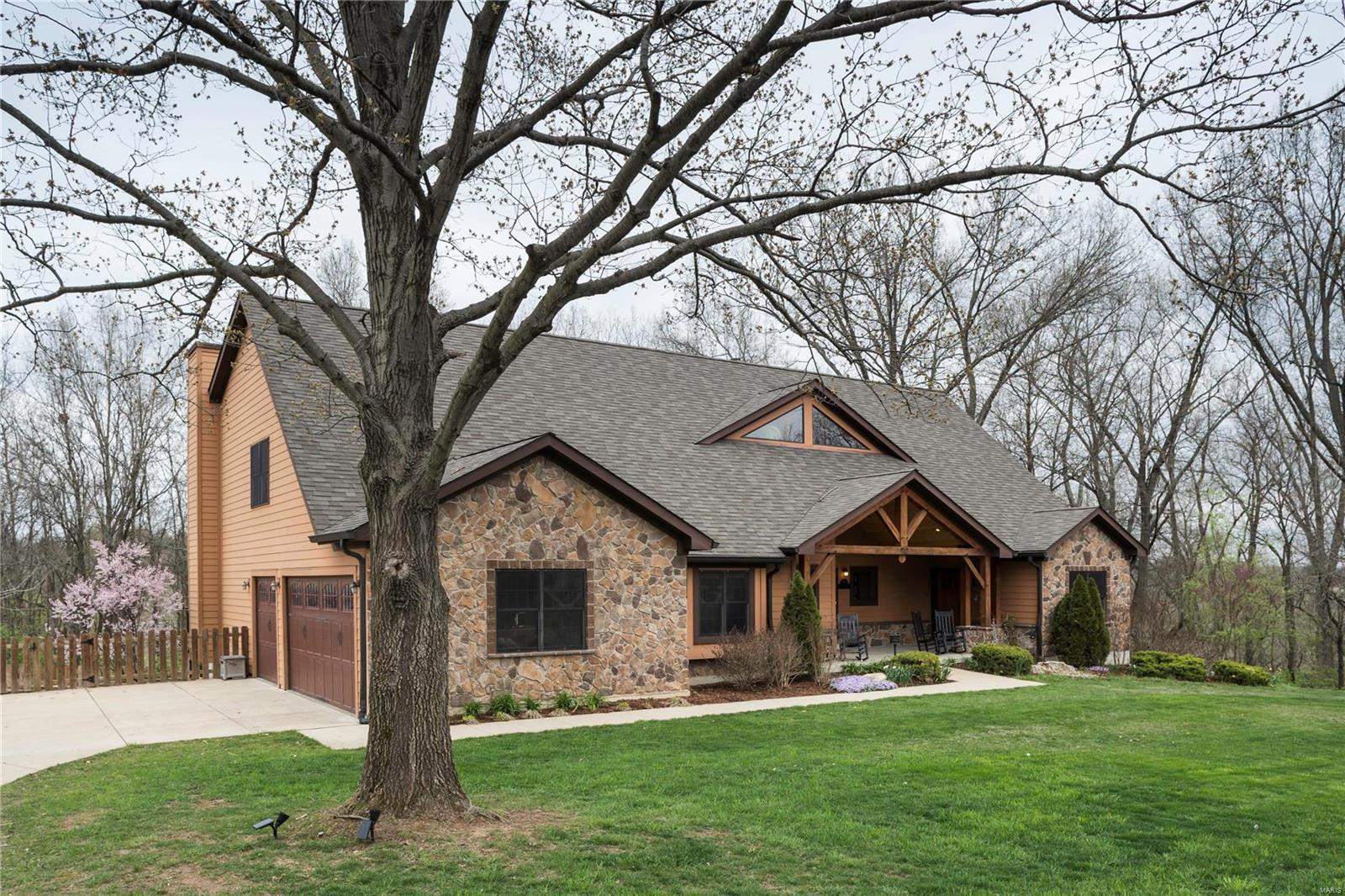 7 bed / 6 full, 1 partial baths Home in St Louis for $998,900