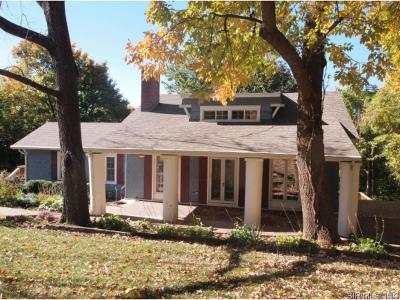 Belleville Single Family Home For Sale: 28 Bluff Drive