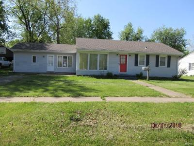 Monroe City MO Single Family Home Contingent No Kickout: $89,900